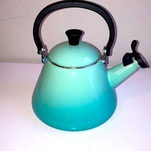Le Crueset Tea pot